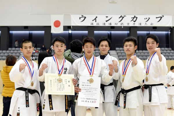 中学生男子の部で優勝した野田拳成会の皆さん