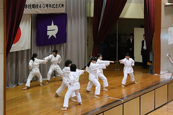 jkn_wp/wp-content/uploads/2019/11/空手ワールド平安五段の演武-600x400.jpg