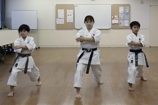 jkn_wp/wp-content/uploads/2021/02/空手ワールド諸岡先生親子-600x400.jpg